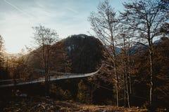 Висячий мост на заходе солнца Стоковые Изображения