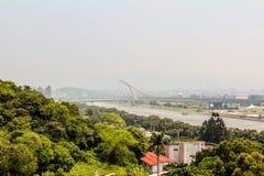 Висячий мост от расстояния стоковые фотографии rf