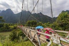 Висячий мост пересекая реку песни Nam Стоковая Фотография
