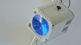 Вися белый фонарик для световых лучей на диско акции видеоматериалы