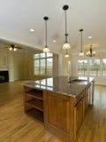вися домашняя кухня острова освещает роскошь Стоковые Фото