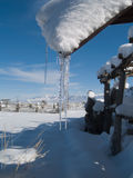 вися древесина сарая крыши icicles Стоковая Фотография RF