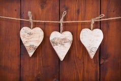 3 вися деревянных сердца. Стоковое Изображение RF