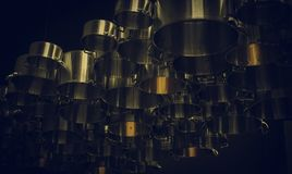 Вися кастрюльки металла стоковое фото
