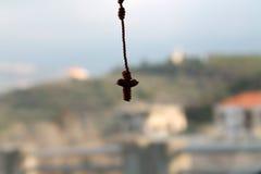 Вися крест стоковое изображение rf