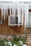 вися крыша icicles Стоковая Фотография RF
