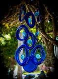 Вися перезвоны ветра синего стекла стоковые изображения