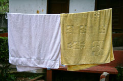 вися полотенца Стоковые Фотографии RF