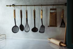 вися утвари кухни стоковые изображения rf