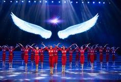 Витайте вверх в небо с одним старт-моложавым витать-современным танцем стоковое изображение rf