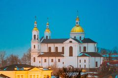 Витебск, Беларусь Взгляд ночи вечера ориентир ориентира церковь собора предположения в верхнем городке на холме держателя Uspensk Стоковое Фото