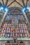 Витраж внутри готического собора милана, Италии Стоковое Фото