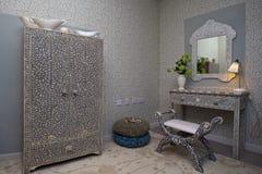 Витрина интерьера с изгибать мебель Стоковое фото RF