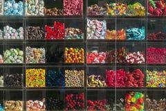 Витрина магазина с помадками Стоковые Изображения