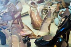 Витрина с женскими ботинками Стоковые Фотографии RF