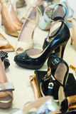 Витрина с женскими ботинками Стоковые Изображения RF