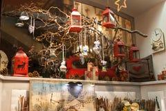Витрины украшения рождества в сувенирном магазине стоковое изображение rf