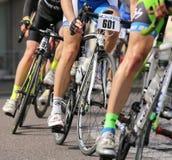 Виченца, VI, Италия - 12-ое апреля 2015: велосипедисты на велосипедах гонок Стоковые Изображения RF