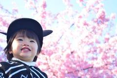 Вишневый цвет и ребенок Стоковое Изображение RF