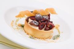 Вишни и Cream десерт стоковое изображение