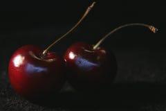 2 вишни на черной предпосылке Стоковое Изображение RF