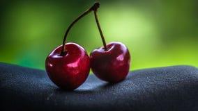 вишни одна белизна плиты сладостная Стоковые Фотографии RF