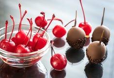 Вишни шоколада и коктеиля на стекле Стоковое Фото