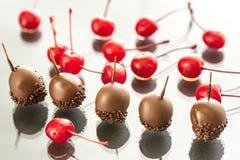 Вишни шоколада и коктеиля на стекле Стоковая Фотография
