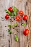 вишня базилика покидает томаты Стоковая Фотография