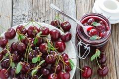 Вишня предпосылки сладостной вишни с лист Стоковые Изображения