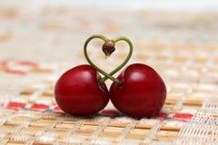 Вишня формы сердца влюбленности Стоковые Фотографии RF
