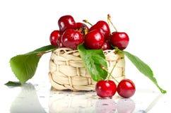 вишня ягод корзины свежая стоковая фотография rf