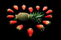 Вид ананаса ананаса и клубники и клубники сердце Стоковые Фото