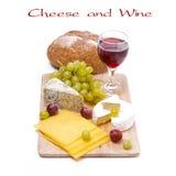 3 вида изолированных сыра, хлеба, виноградин и вина, Стоковая Фотография