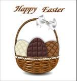 3 вида пасхальных яя шоколада в плетеной корзине с b Стоковое Изображение RF