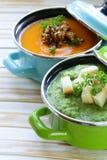 2 вида cream супа (брокколи и тыква) в баке Стоковая Фотография