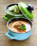2 вида cream супа (брокколи и тыква) в баке Стоковое Фото