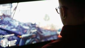 Видеоигра игры молодого человека сток-видео