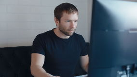 Видеоигры игры молодого человека сток-видео
