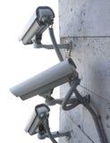 Видео- камеры слежения на стене изолированной на белизне Стоковая Фотография