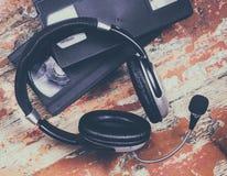 Видео- кассеты и наушники Стоковое Изображение