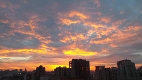 Видео на небе и cloudscape захода солнца сток-видео