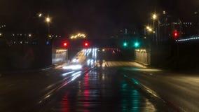 Видео промежутка времени городского транспорта ночи акции видеоматериалы