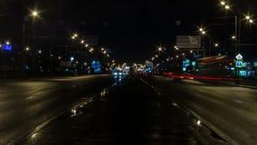 Видео промежутка времени городского транспорта ночи сток-видео