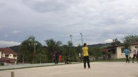 Видео промежутка времени Играть людей futsal сток-видео