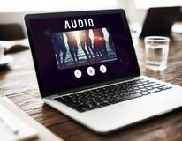 Видео- развлечения просматривая соединяют концепцию цифров стоковое изображение