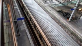 видео 4K UHD деятельности при поездов от станции Bern акции видеоматериалы