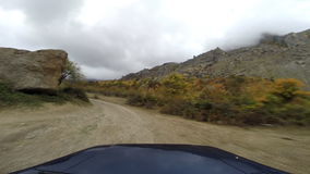Виллис в горах идти-pro сток-видео