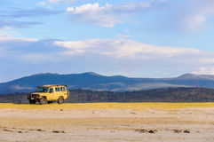 Виллис на береге на озере Eyasi, Танзании Стоковая Фотография RF