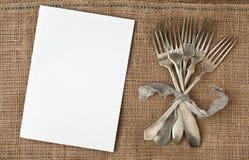 Вилки белой бумаги и года сбора винограда стоковое изображение rf